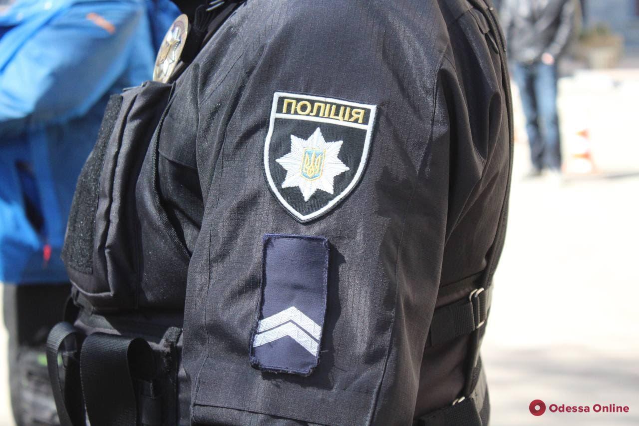 Порезали лезвием лицо: одесская полиция задержала троих разбойников