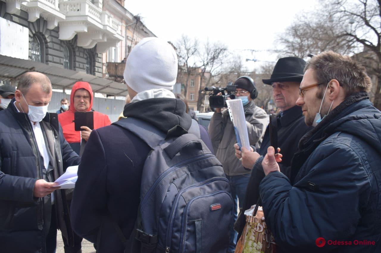 Под стенами облуправления полиции митинговали активисты «тарифного майдана» и требовали компенсацию за разгон протеста (фото)