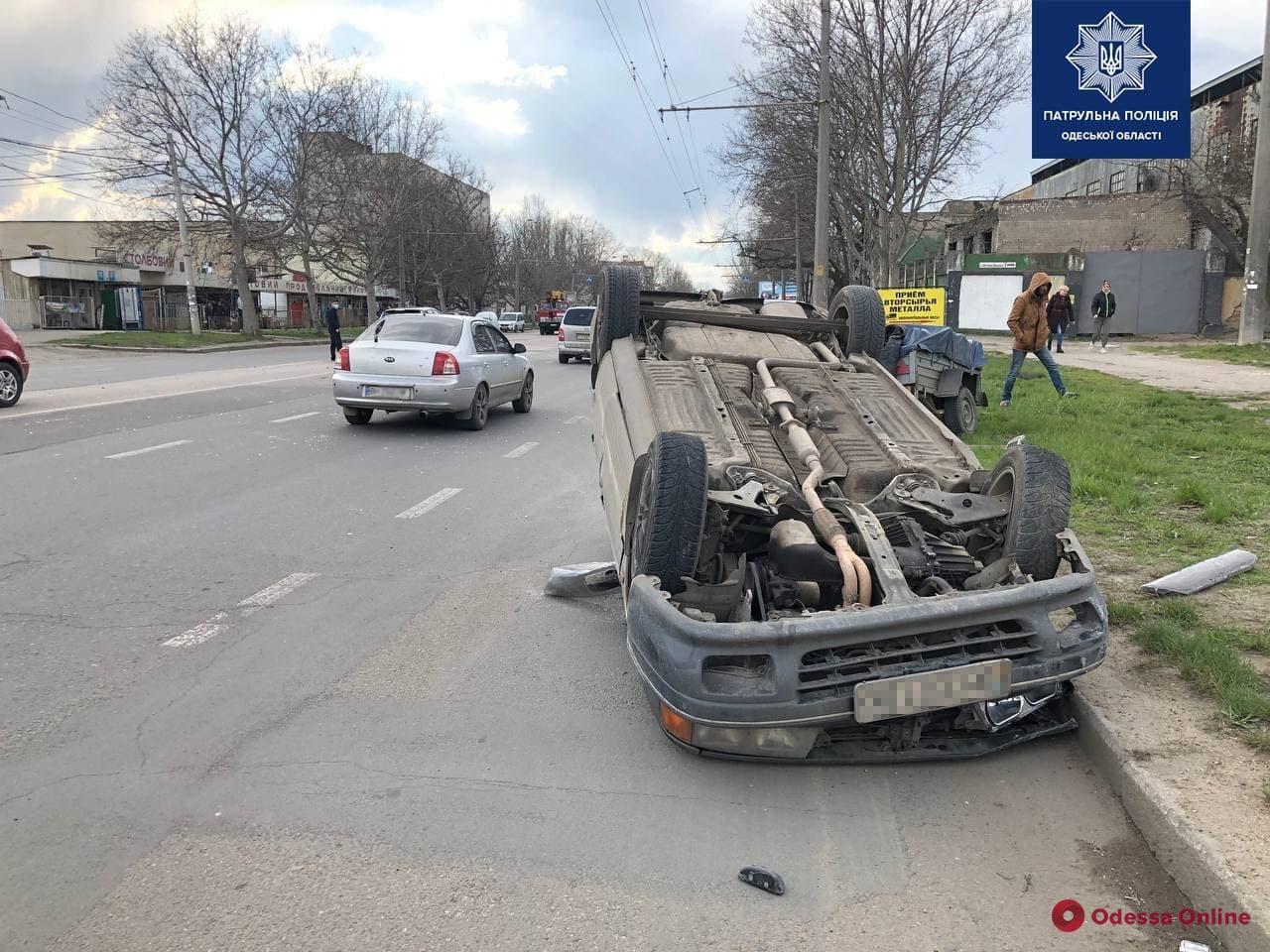 На Столбовой автомобиль «Мицубиси» влетел в «Ниссан» и перевернулся