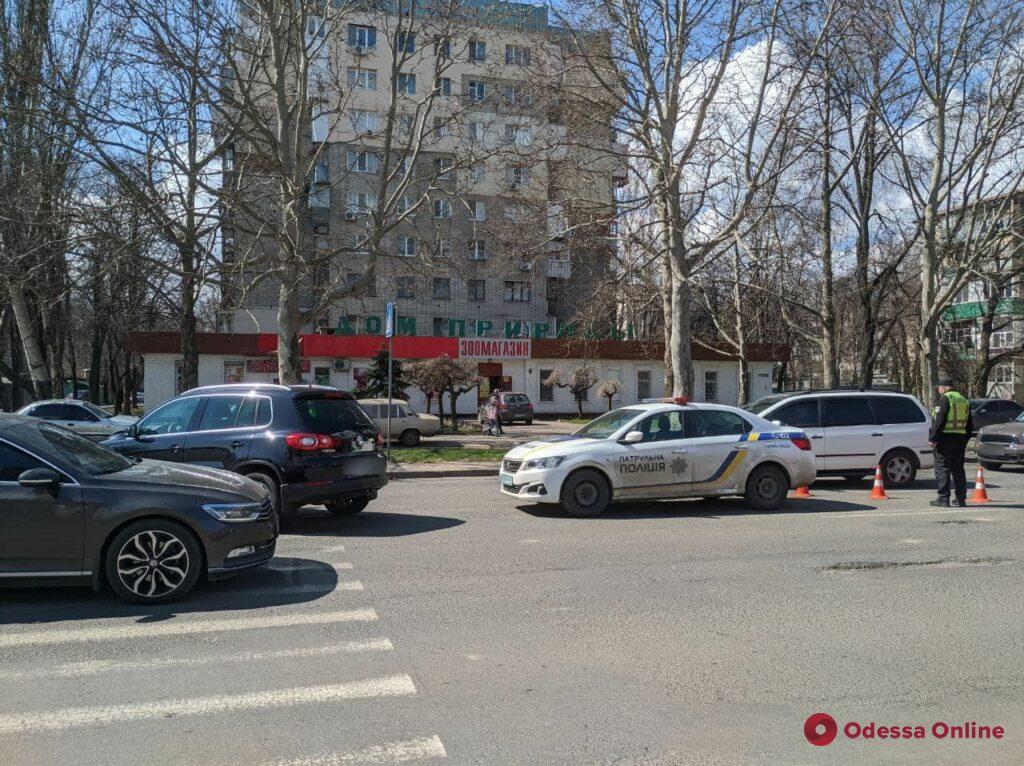 На Черемушках автомобиль сбил девушку