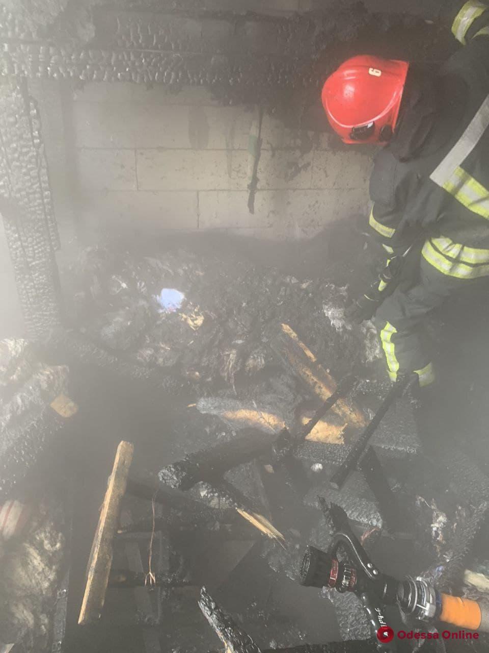 Под Одессой горел двухэтажный дом (фото)