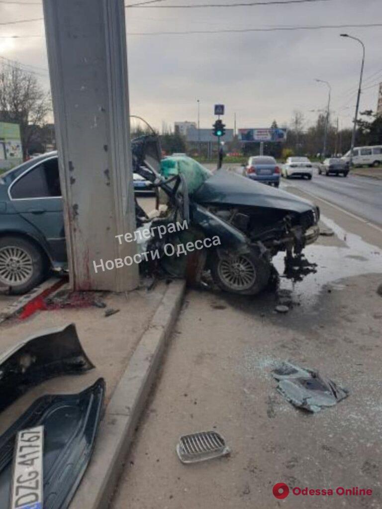 Обнял столб: на Черёмушках произошло ещё одно смертельное ДТП – второе за сутки (фото)