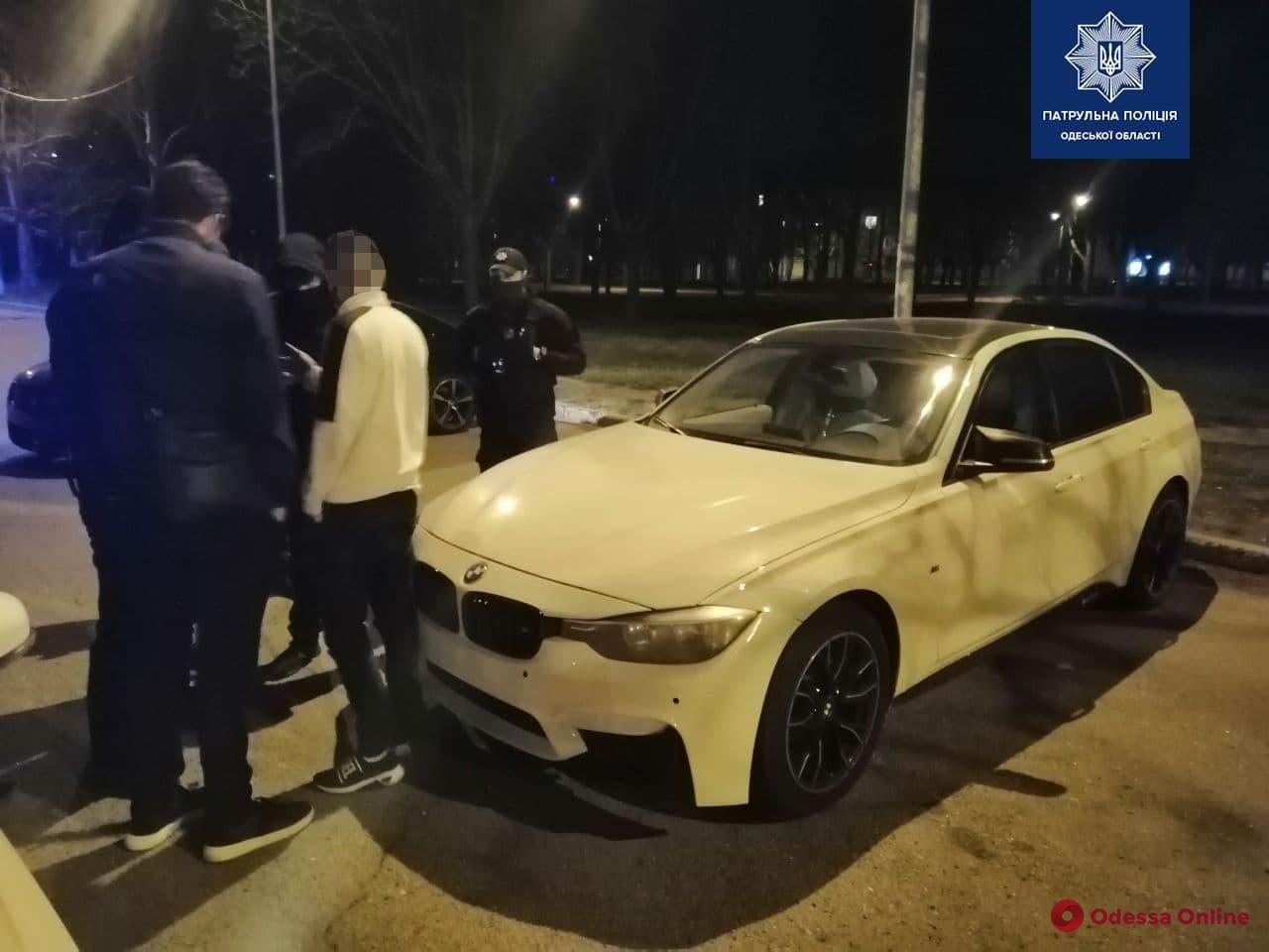 На Екатерининской лихач на BMW устроил дрифт — водителя поймали патрульные (видео)