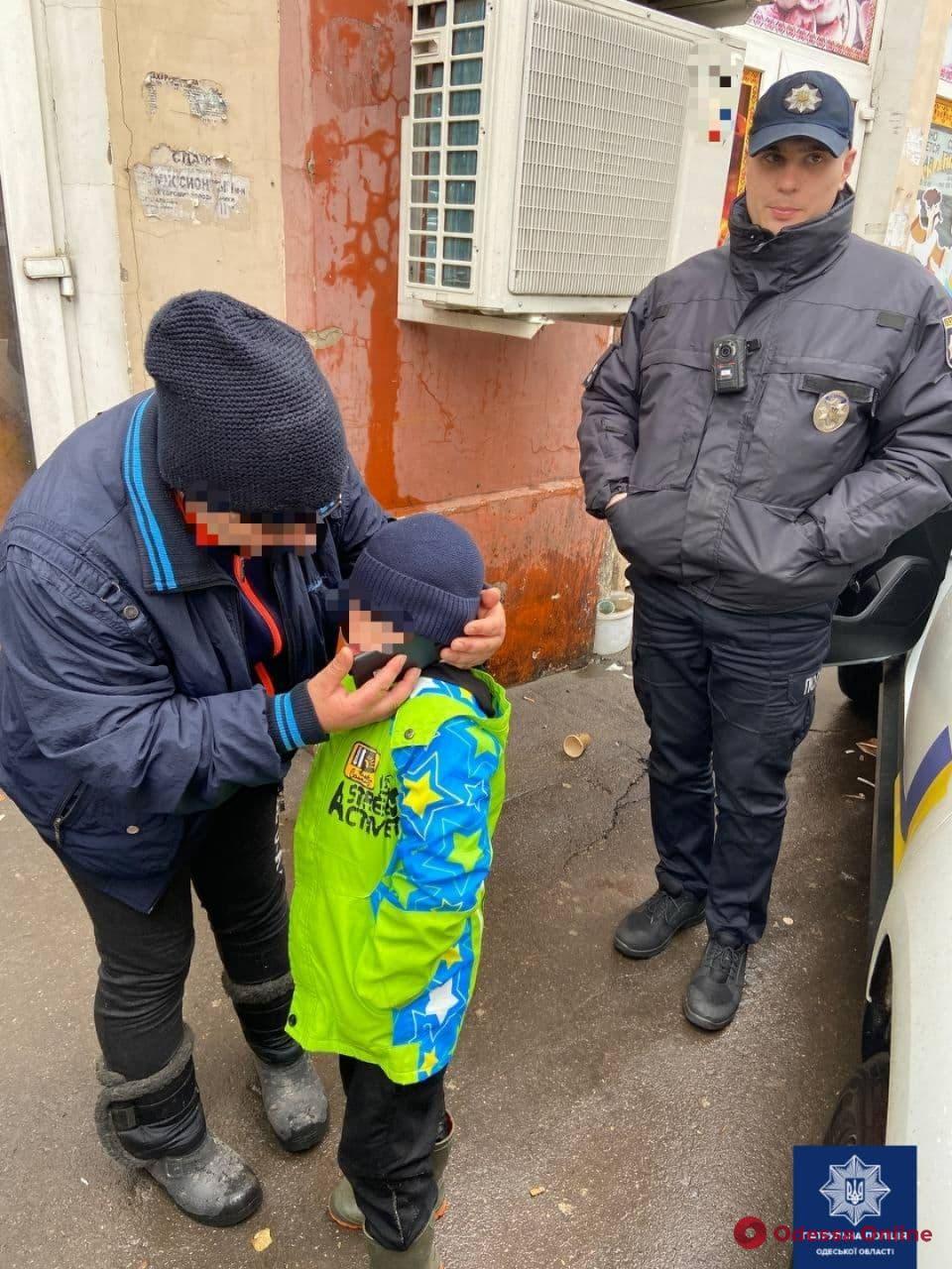 Потерялся на «Привозе»: патрульные вернули бабушке 5-летнего внука