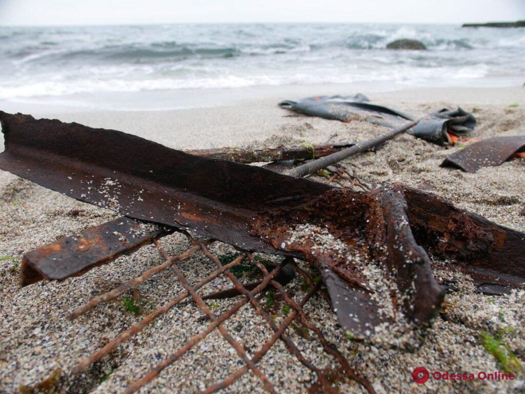 Обломки танкера «Делфи», бутылки и спасательный плот: водолазы чистят дно на одесских пляжах
