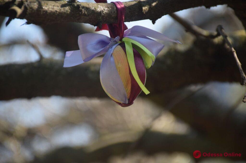 В Горсаду украшали пасхальное дерево (фото)
