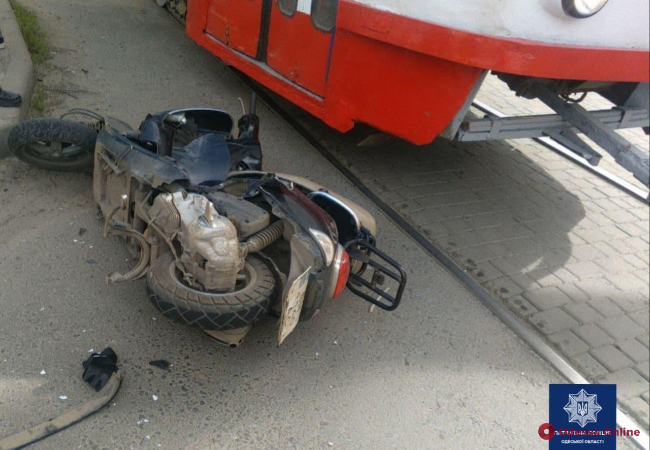 На Люстдорфской дороге столкнулись автомобиль и мопед — есть пострадавший (обновлено)