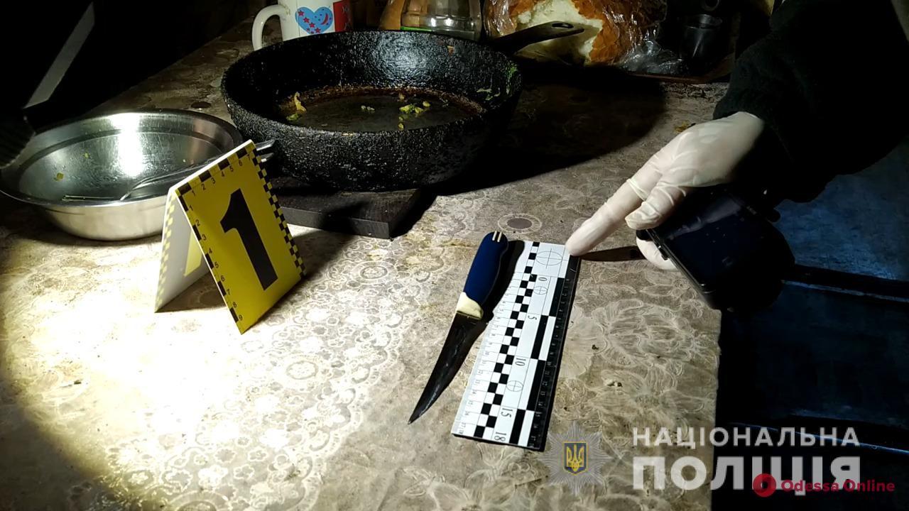 Одессит во время застолья набросился с ножом на собутыльника
