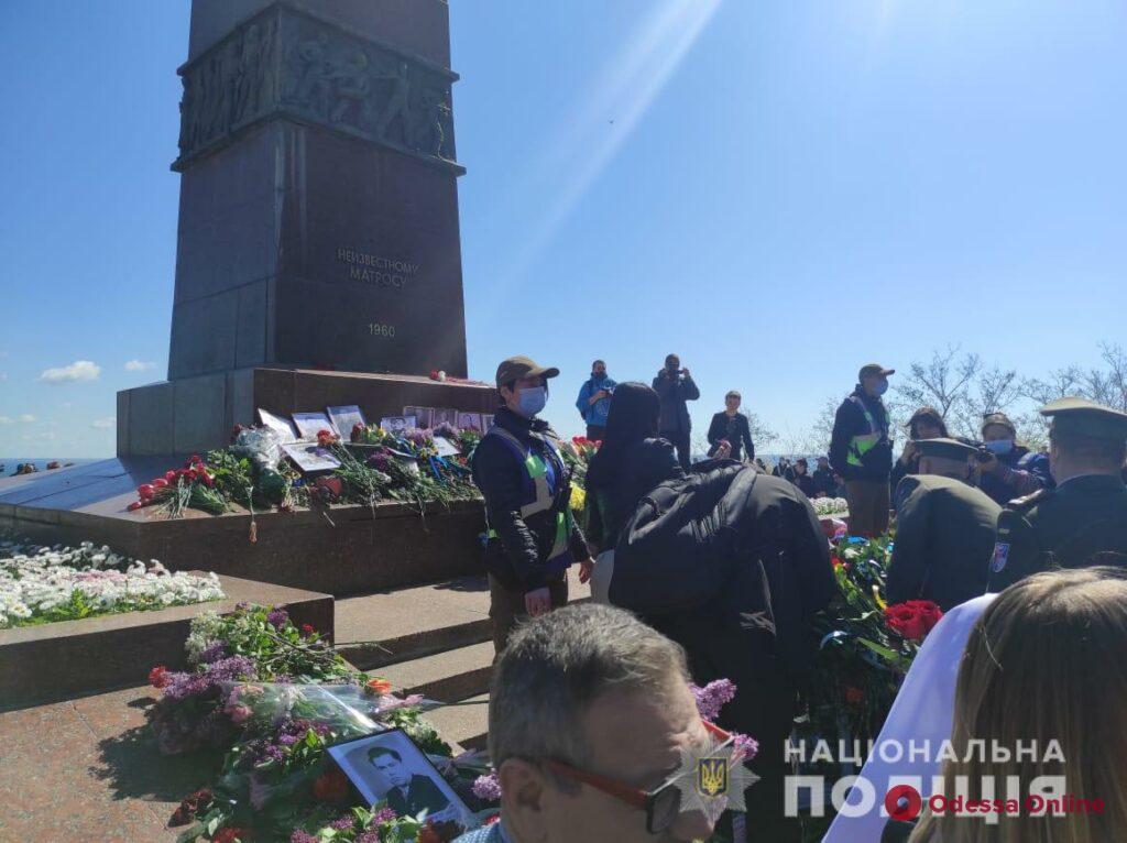 На Аллее Славы произошли стычки между участниками акции «Бессмертный полк», полицией и патриотами (обновляется)