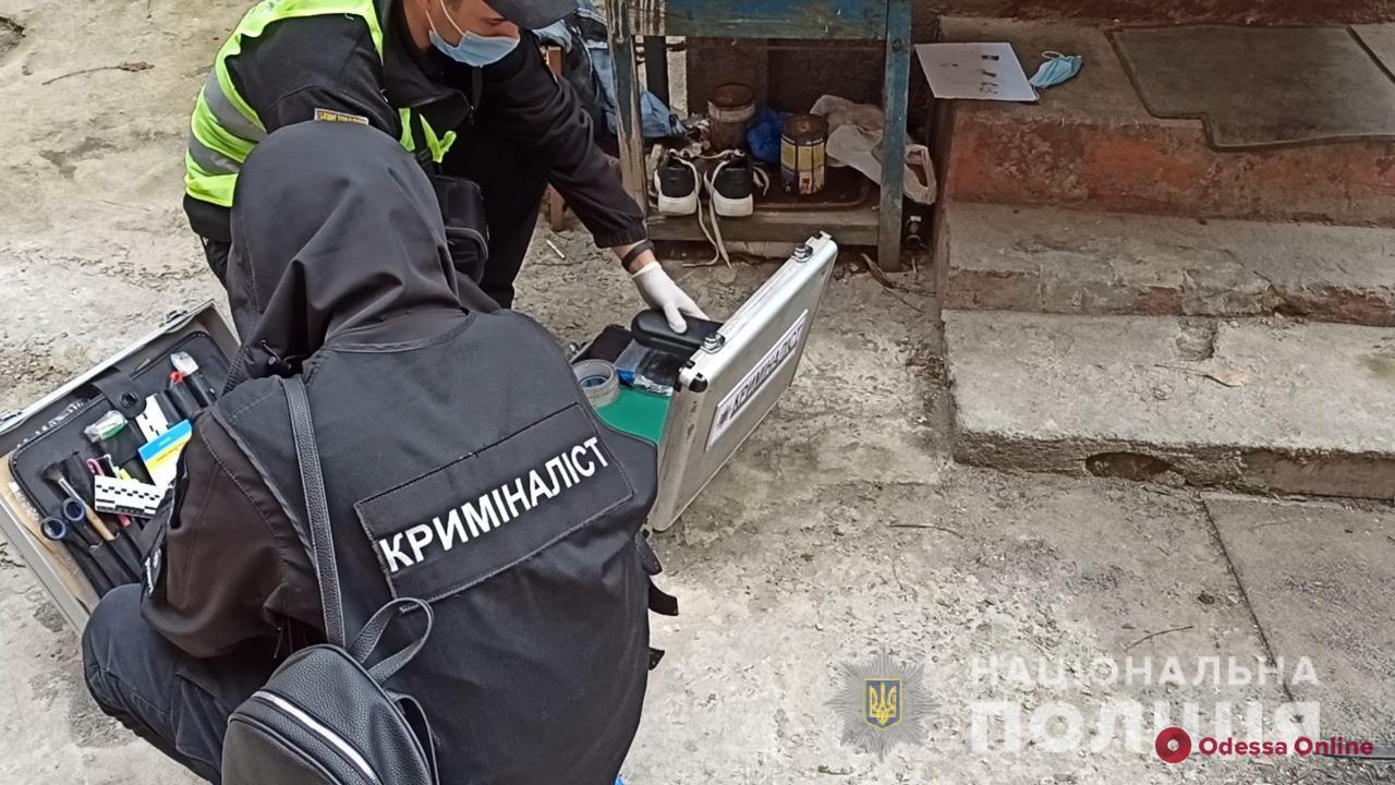 В Одессе парень задушил нового знакомого и спрятал тело в диване, а на следующий день вернулся с сообщниками за его бытовой техникой