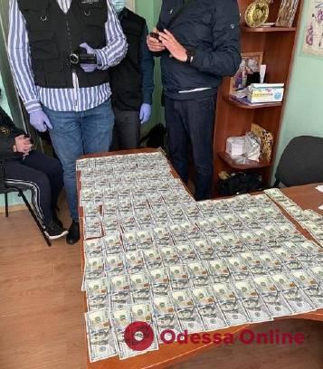 В Одессе завотделением кардиохирургии требовал от пациента взятку за бесплатную операцию