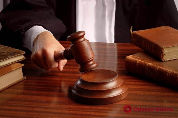 В Одесской области суд отправил в тюрьму парня, который насиловал 13-летнюю девочку