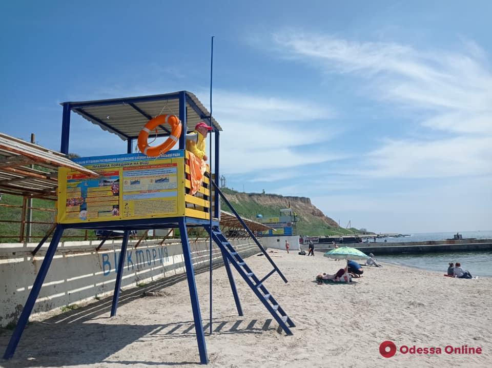 На одесских пляжах дежурят 92 матроса-спасателя