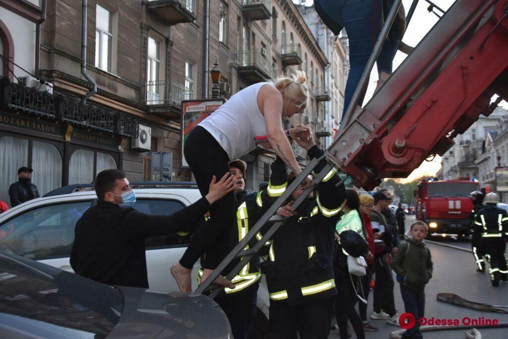 Эвакуированных во время пожара в сквере «Пале-Рояль» постояльцев отеля отселили