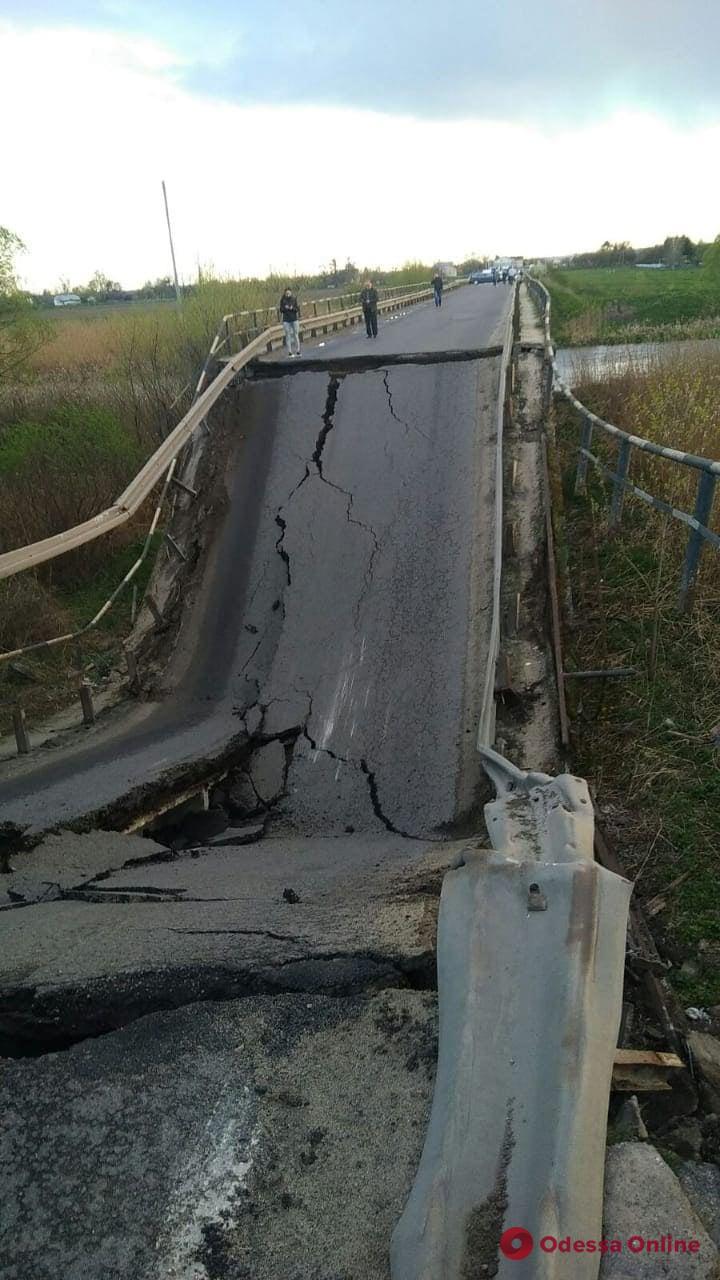 Во Львовской области обрушился мост – транспорт пускают в объезд