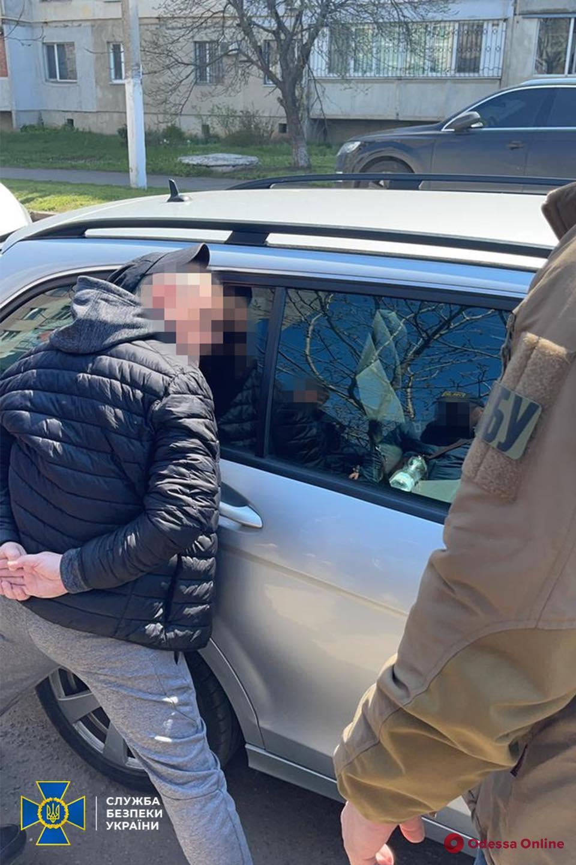 В Одесской области таможенник брал взятки за оформление грузов