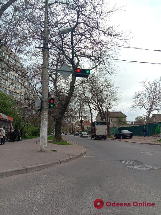 На одесской улице светофоры «сошли с ума» (фотофакт)