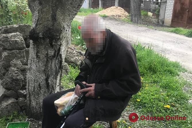 Одесские патрульные вернули родственникам потерявшегося 79-летнего мужчину