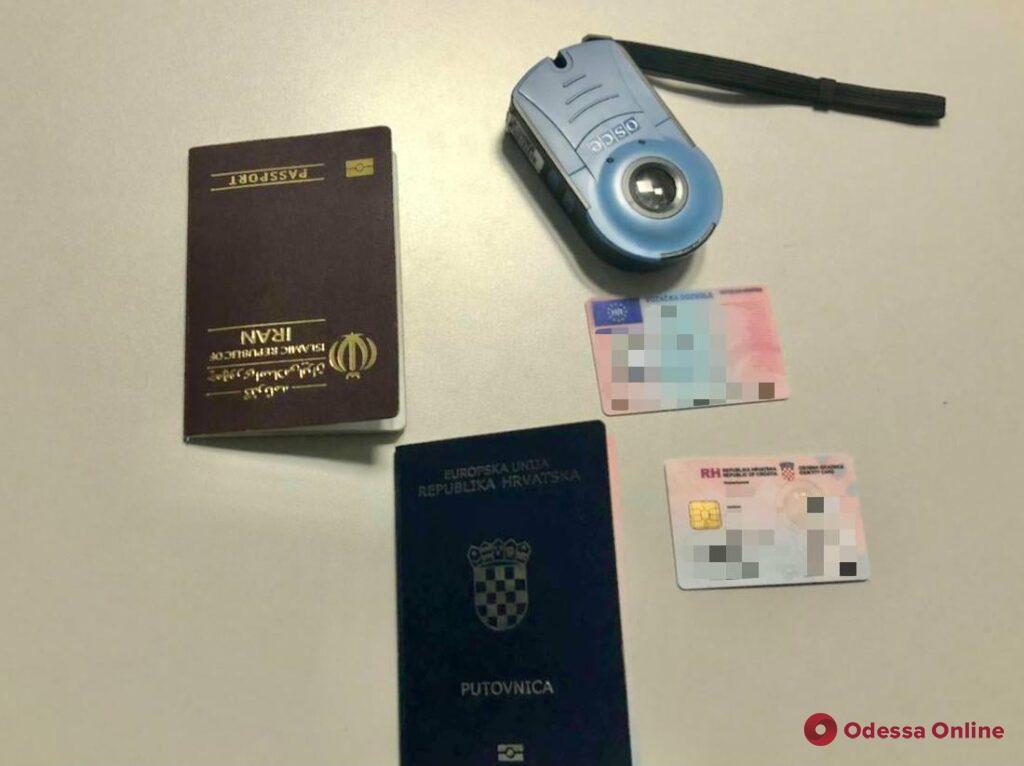 В Одесском аэропорту пограничники не пустили в Украину двух иностранцев