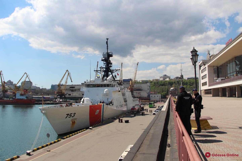 В Одесский порт зашел корабль Береговой охраны США