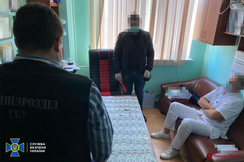 Одесский суд отправил в СИЗО завотделением кардиохирургии, который требовал от пациента взятку за бесплатную операцию