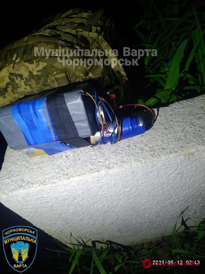 В Черноморске поймали мужчину с макетом взрывчатки (фото)