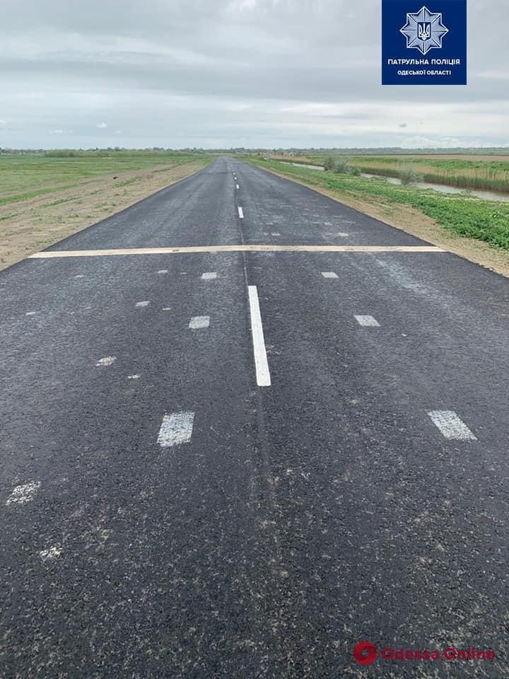 Житель Одесской области самовольно нарисовал на дороге стоп-линию, чтобы организовывать гонки