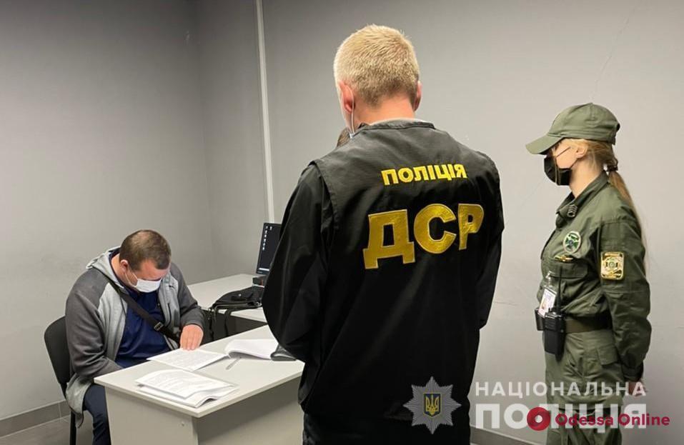 Нанес убытков на 116 миллионов: в Одессе поймали госрегистратора на махинациях с имуществом Юракадемии