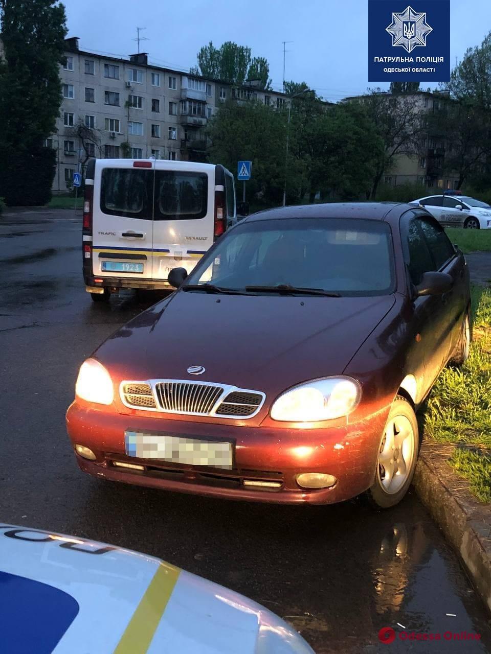 На поселке Котовского пьяный водитель пытался откупиться от патрульных