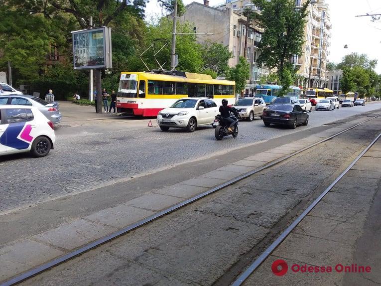 Из-за ДТП на Французском бульваре не ходят трамваи