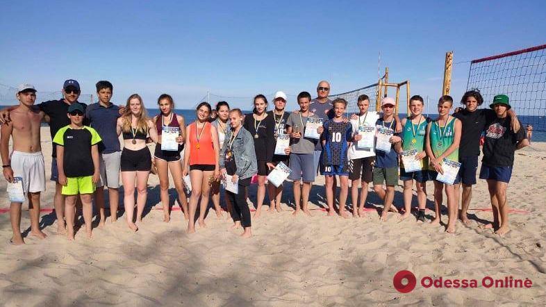 В Одессе состоялся турнир по пляжному волейболу среди юношей и девушек