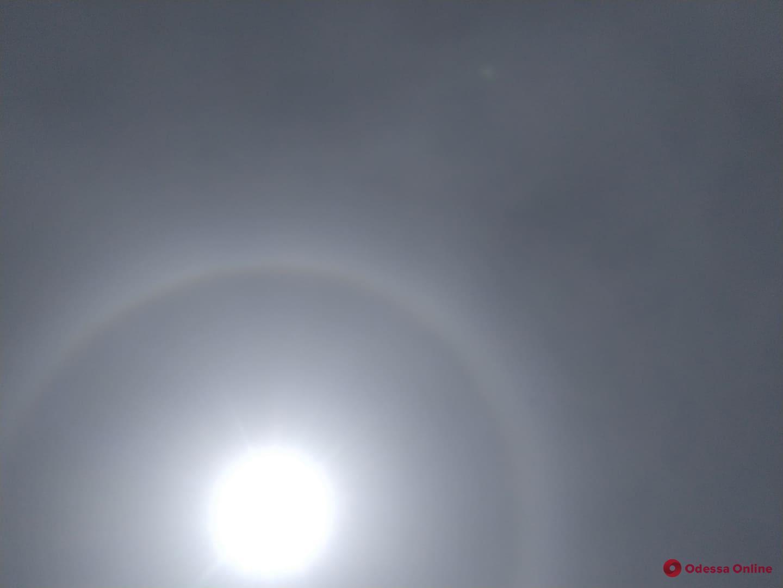 В Одессе наблюдали солнечное гало (фото, видео)