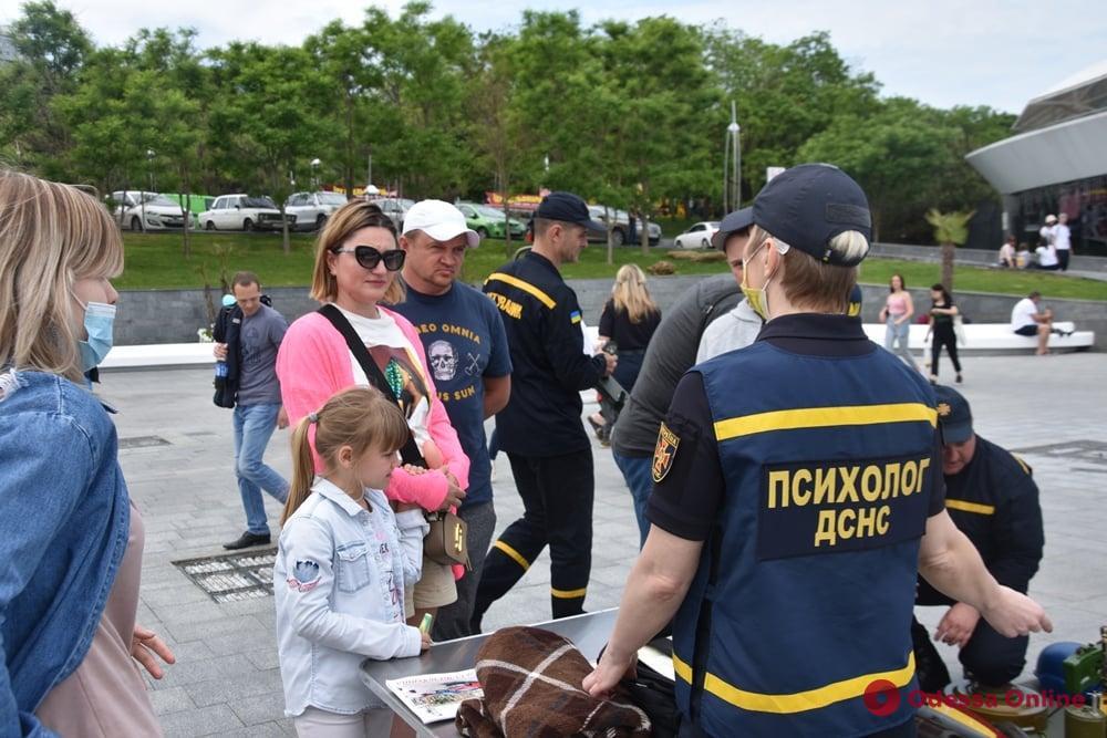 В Одессе сотрудники ГСЧС провели благотворительную акцию «Спасем Алису Шевчик»
