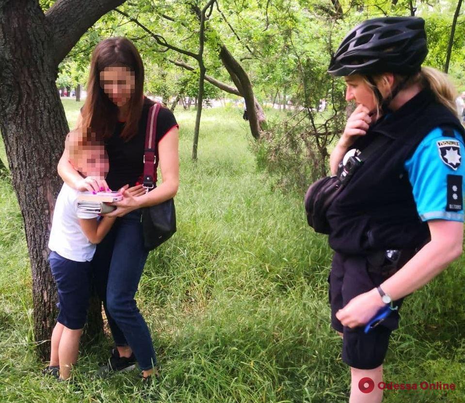 Пропал в парке Шевченко: одесские патрульные вернули маме потерявшегося мальчика