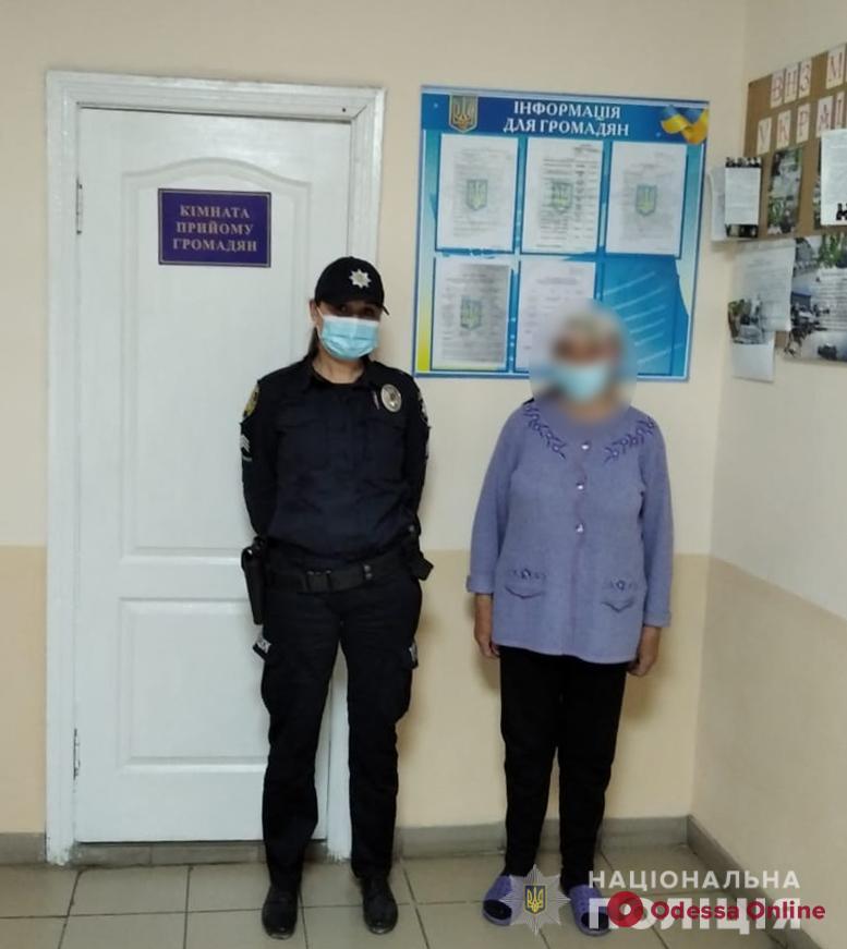 Ушла за десяток километров от дома: в Одесской области вернули родным потерявшуюся пожилую женщину
