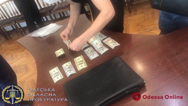 Пойманный с «травкой» житель Одесской области пытался откупиться от полиции