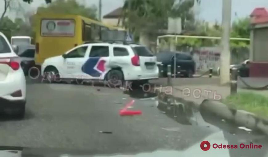 На Таирова произошло тройное ДТП (видео)
