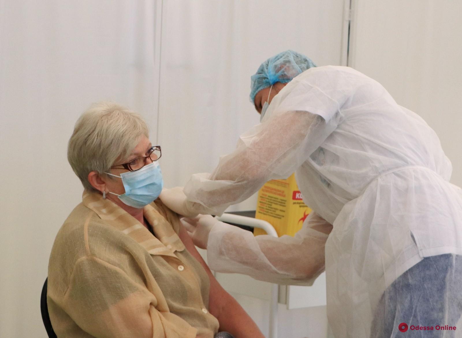 В первый день массовой вакцинации прививки получили 377 одесситов