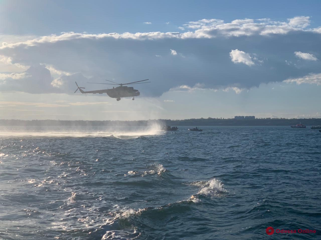 В акватории морского порта Южный прошли антитеррористические учения (фото)