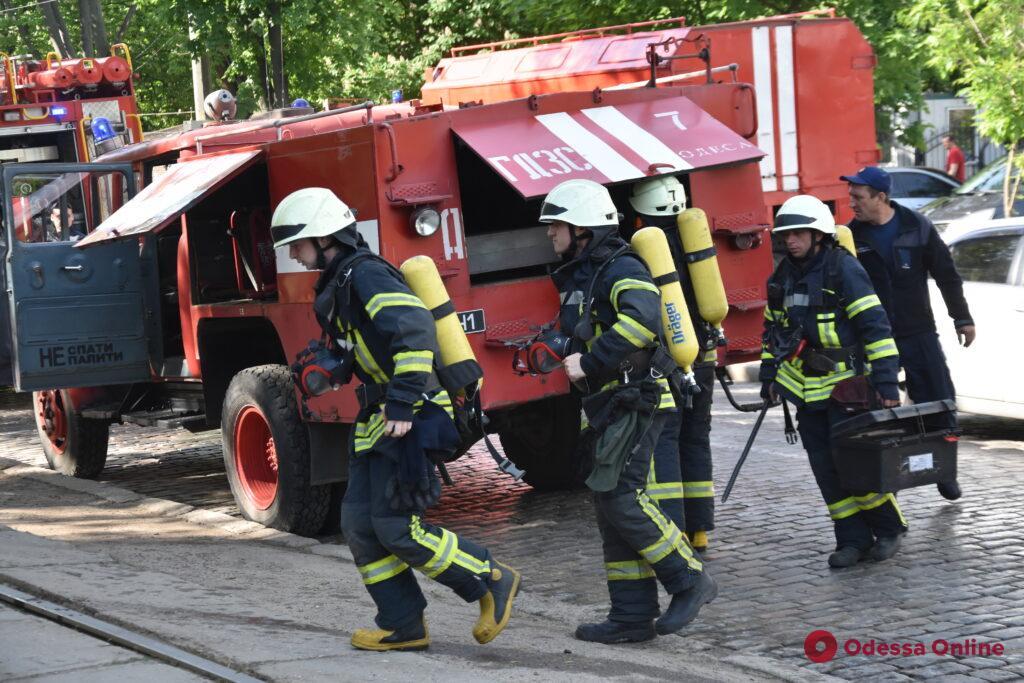 В институте Филатова на Французском бульваре тушили загоревшуюся электрощитовую