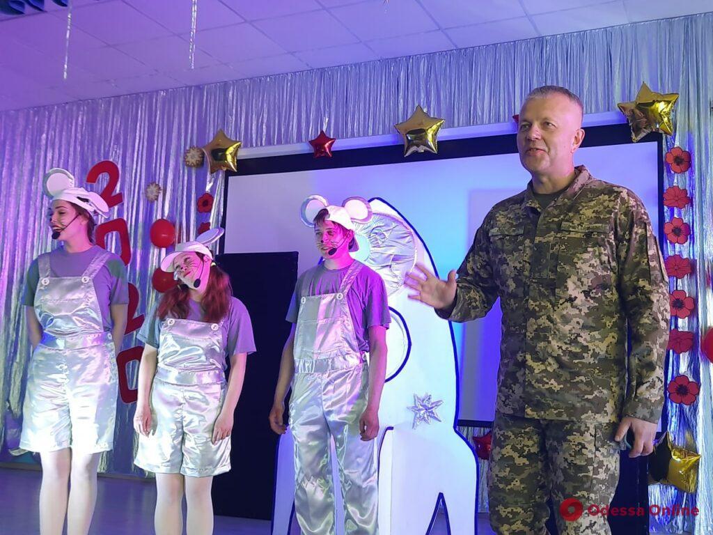 Больше чем благотворительность: «АТБ» передала три тысячи пасхальных подарков детям из «серой» зоны Донбасса