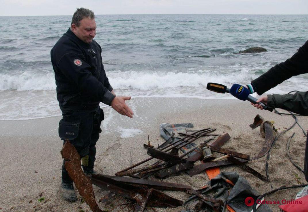 Водолазы пять раз проверили место крушения Delfi перед началом пляжного сезона