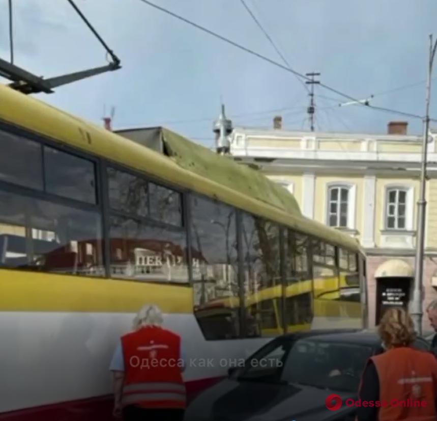 В центре Одессы из-за ДТП около двух часов не ходили трамваи