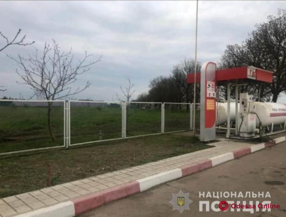 Под Одессой бывший оператор АЗС инсценировал разбойное нападение на себя ради 30 тысяч