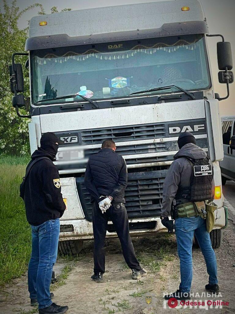 Нападали на дальнобойщиков: в Одесской области полиция задержала банду грабителей
