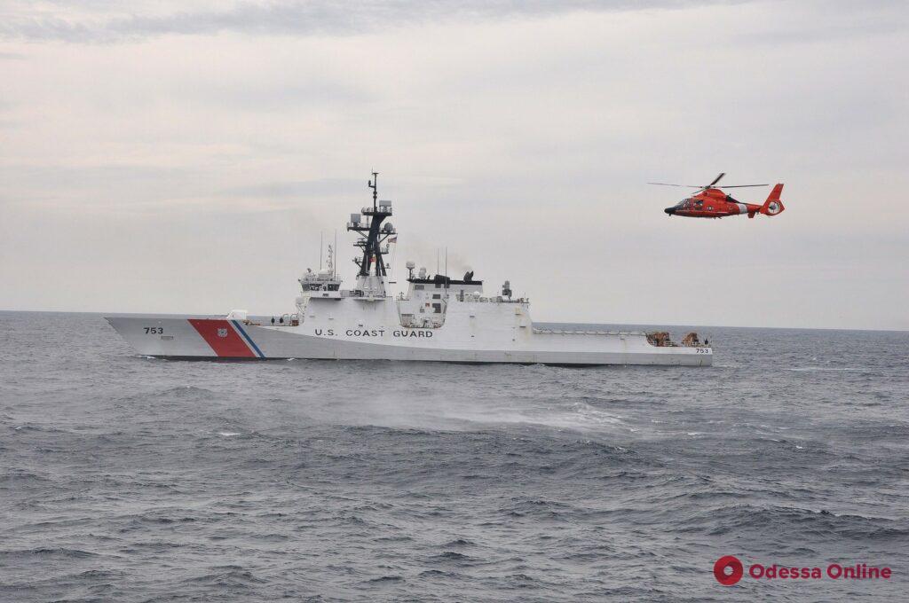 В ста морских милях от Одессы корабли РФ устроили провокацию во время украино-американских маневров