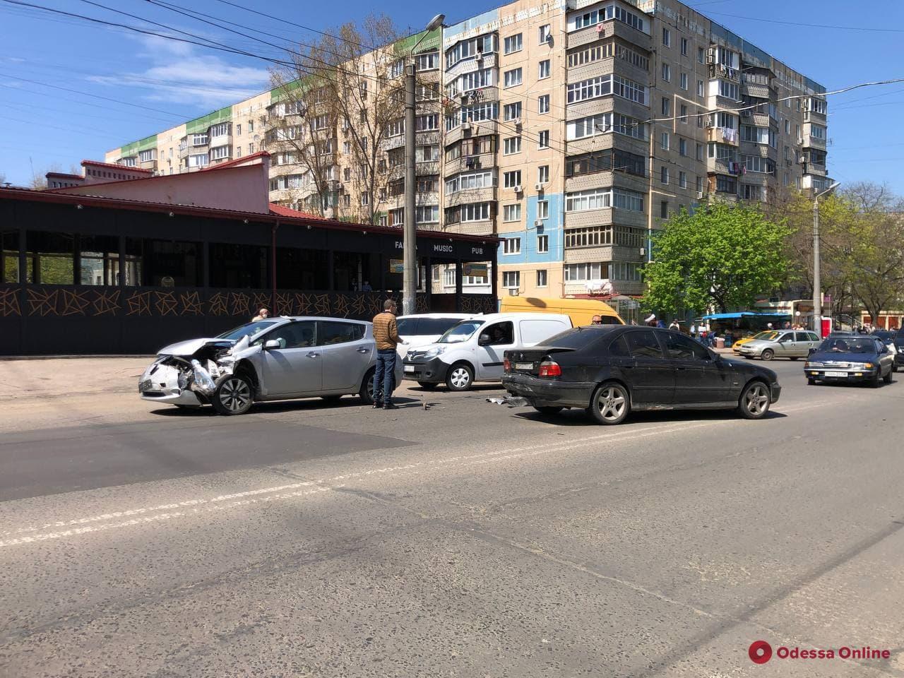 На Таирова произошло ДТП с пострадавшим