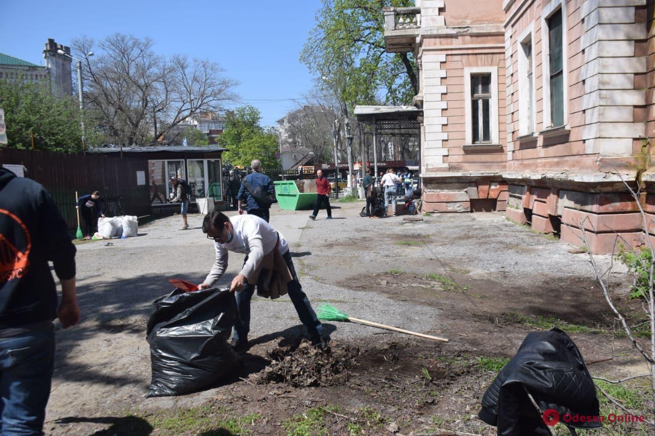 Одесские активисты собрались на субботник на даче Маразли – без конфликтов не обошлось (фото, видео)