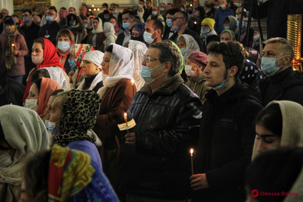 Пасхальное богослужение в Спасо-Преображенском соборе (фоторепортаж)
