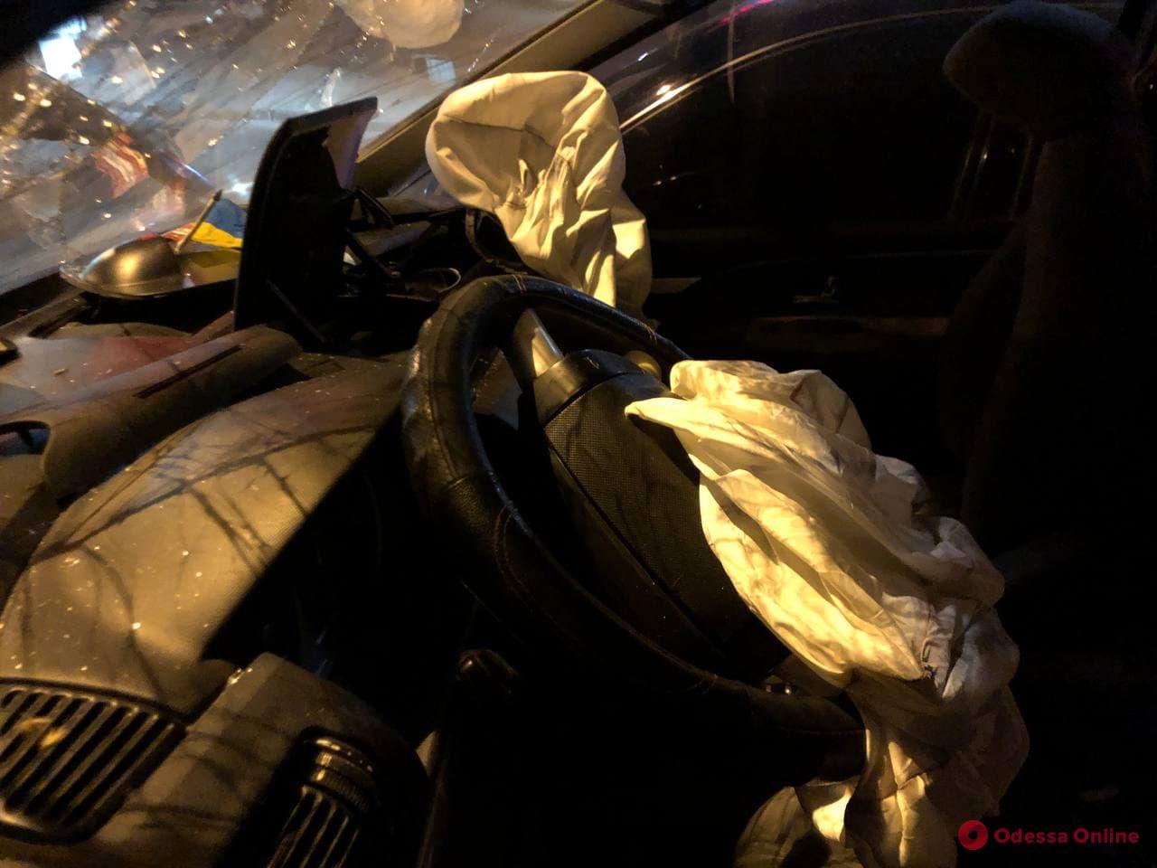 Пьяный за рулем: на Адмиральском проспекте Ford столкнулся с Audi и влетел в дерево — есть пострадавшие (фото)